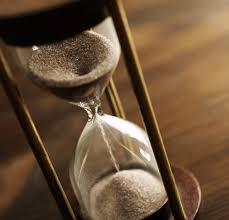 Sablier en bois symbolisant le temps