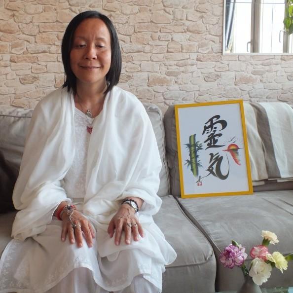 photo d 39 anne yung avec le symbolde reiki un moment pour toi. Black Bedroom Furniture Sets. Home Design Ideas