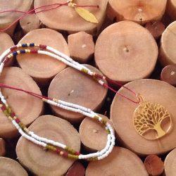 Collier en perles fines avec pendentif arbre de vie doré