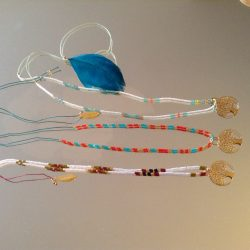 Colliers en perles et pendentif doré arbre de vie créés par Florence