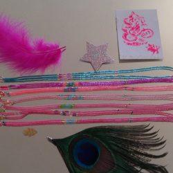 Colliers en perles fines avec charm étoile roses, violets et bleus