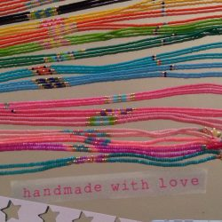 "Arc en ciel de colliers en perles fines ""handmade with love"""