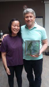 Anne Yung et David Palmer tenant son prix